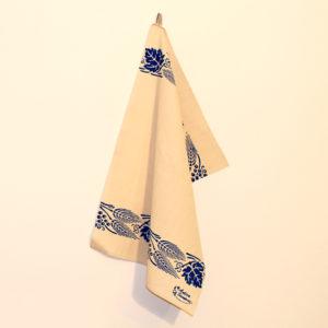 asciugamano-cucina-cotone-spiga-e-uva-blu-appeso