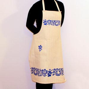 grembiule-cotone-acanto-blu-indossato
